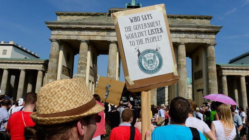 Тысячи жителей ФРГ вышли на акции протеста против шпионажа США