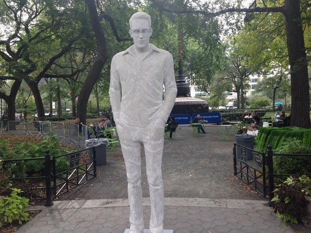 В Нью-Йорке появилась статуя Эдварда Сноудена