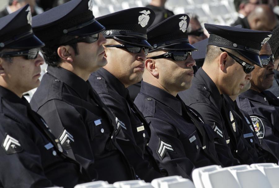 Американские полицейские вдевятером забили человека дубинками
