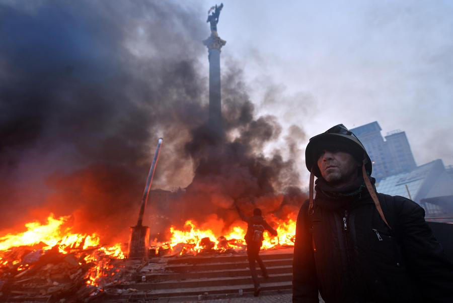 Участники протестов освободили Дом офицеров в Киеве