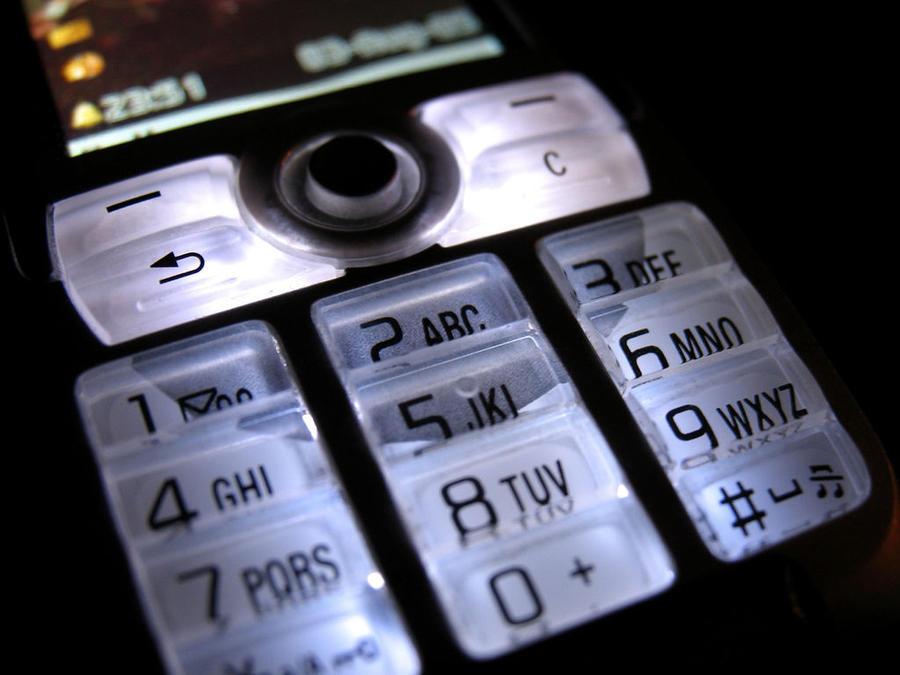 Американские спецслужбы способны отслеживать мобильные телефоны, даже когда они выключены