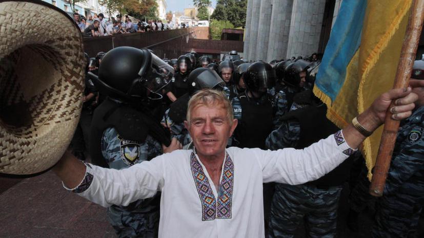 Опрос: Украинцы не доверяют киевским властям и настаивают на прямых выборах в регионах