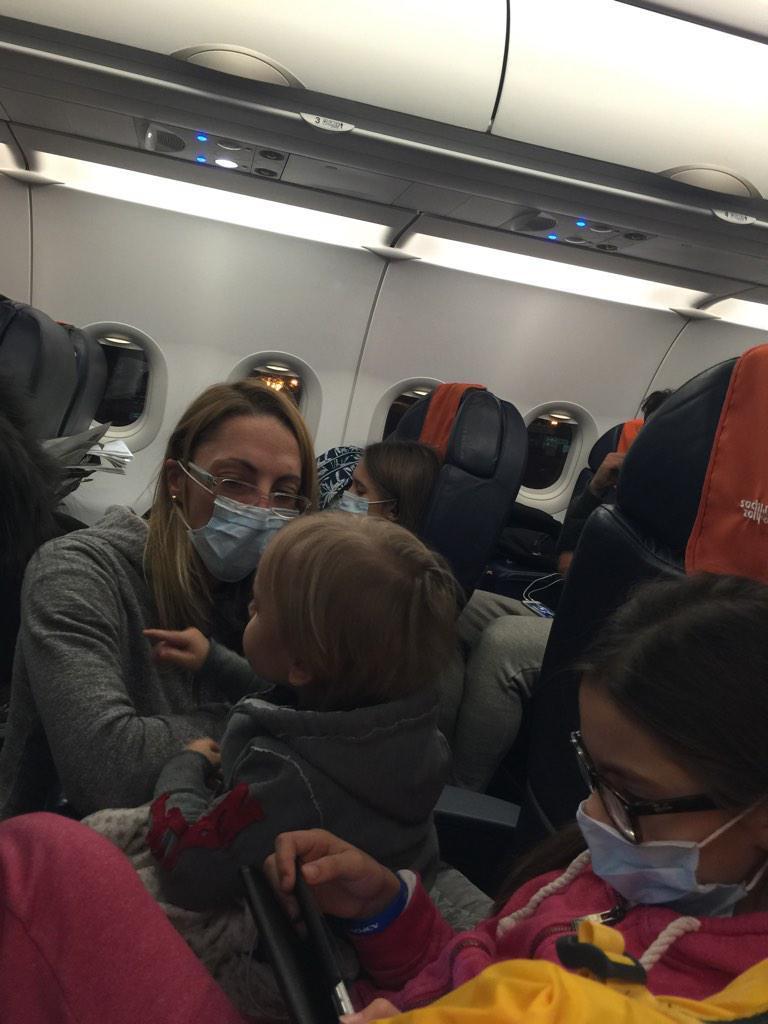 Рейс «Аэрофлота» четыре часа простоял на спецстоянке из-за подозрения на Эболу у одной из пассажирок