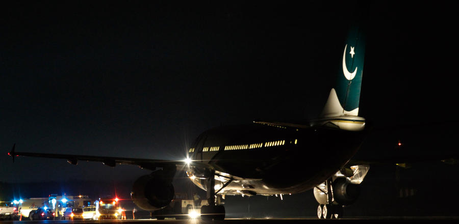 Пилот пакистанских авиалиний был пойман в Великобритании на том, что выпил перед полётом бутылку виски