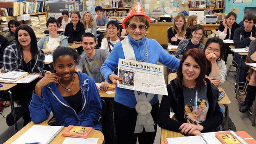 Учительница из Лос-Анджелеса ушла на пенсию в 94 года