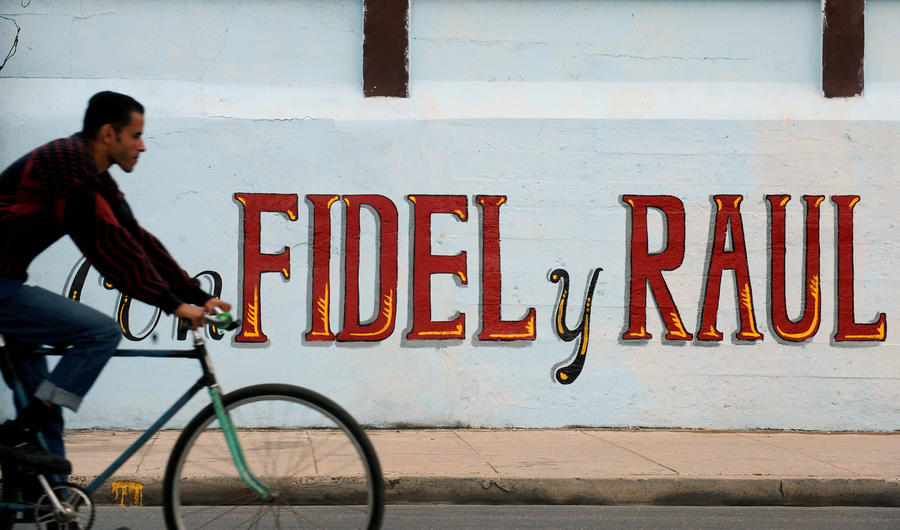 Кубинское правительство намерено решить проблемы с транспортом, пересадив граждан на велосипеды