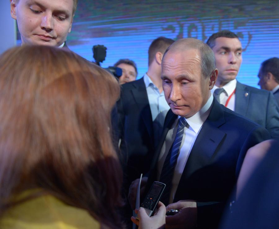 Примирительный тон Владимира Путина и его ответ украинскому СМИ удивили Запад