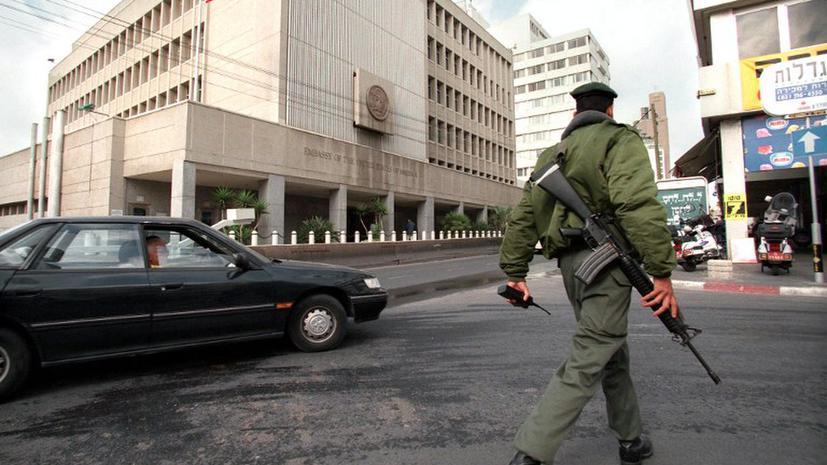 Неизвестный напал на посольство США в Тель-Авиве с вилами в руках