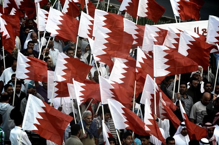 В Бахрейне участников мирной акции разгоняют при помощи гранат