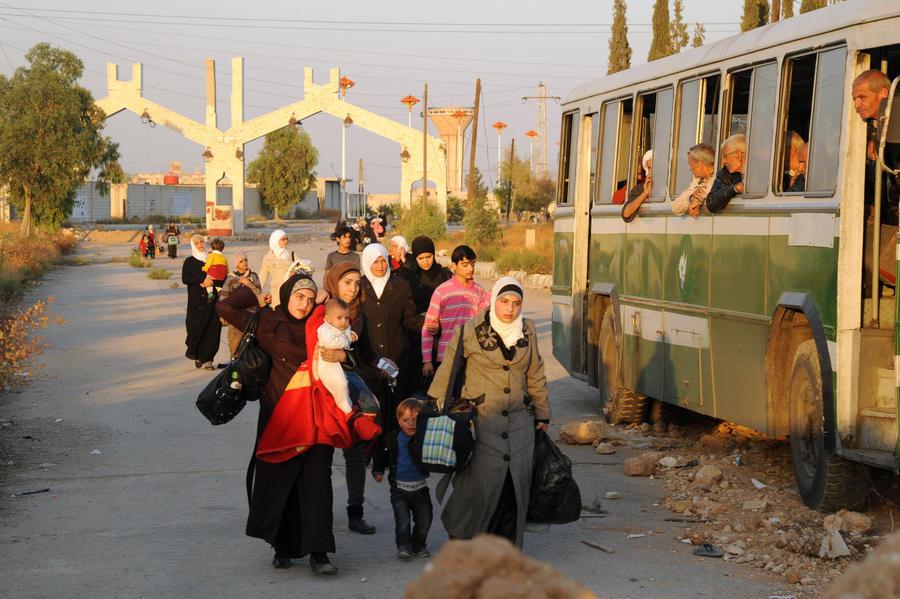 Сирийские войска эвакуировали женщин и детей из зоны боевых действий под Дамаском
