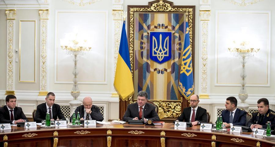 Пётр Порошенко просит СНБО рассмотреть вопрос о введении миротворцев на восток страны