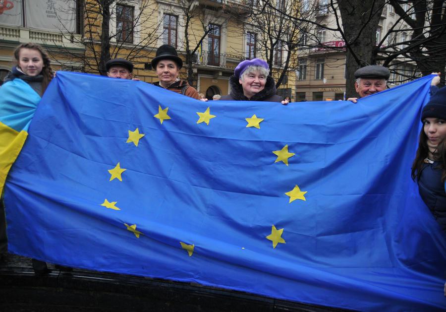 На Западной Украине суд запретил вывешивать флаг ЕС на здании администрации