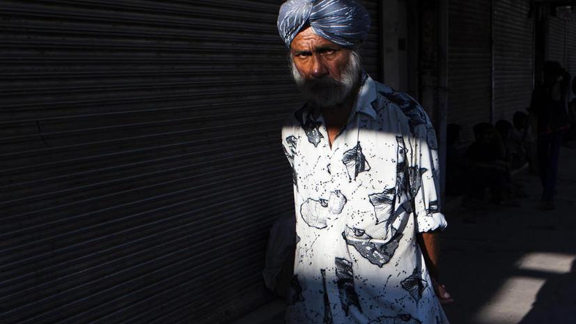 Дальнобойщика из США заподозрили в терроризме и оскорбили в зале суда из-за тюрбана