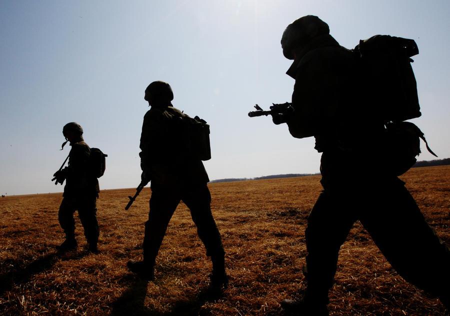 Пропаганда в действии: как украинские и западные СМИ раздули историю о военных РФ в Донбассе