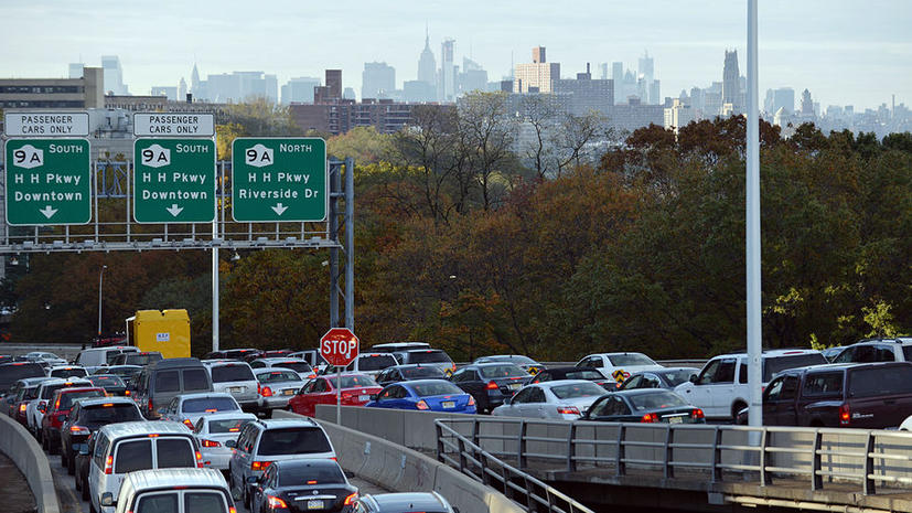 В 2011 году американцы провели 5,5 млрд часов в дорожных пробках