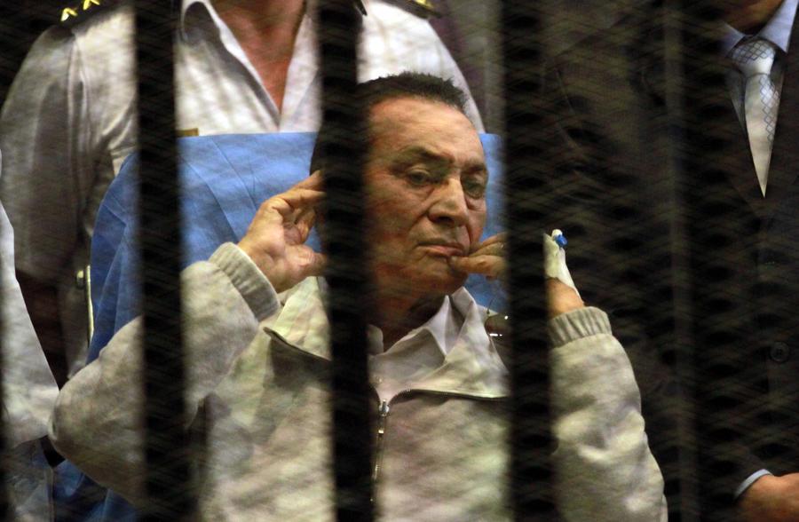 Бывший президент Египта Хосни Мубарак приговорён к трём годам тюрьмы