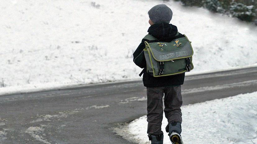 Кондуктор вытолкнула из автобуса ребенка, отказавшегося оплатить рюкзак