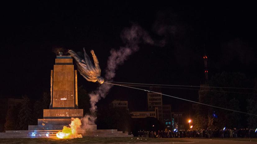 СМИ: Обломки харьковского Ленина предлагают «превратить» в зимнюю форму для украинской армии