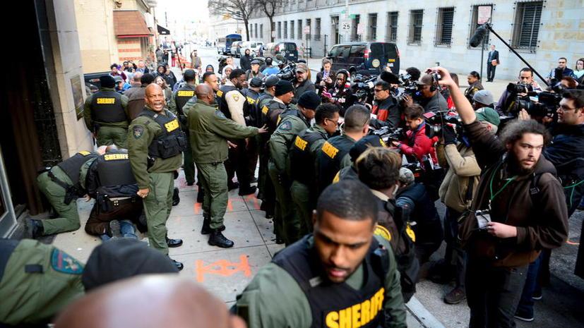 В США освободили полицейского, обвиняемого в гибели афроамериканца