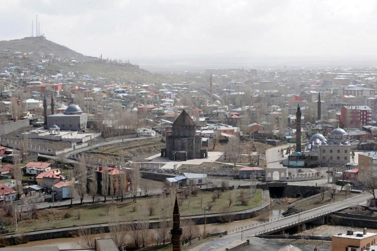 На востоке Турции мужчина расстрелял шесть сотрудников статистического института из автомата и покончил с собой