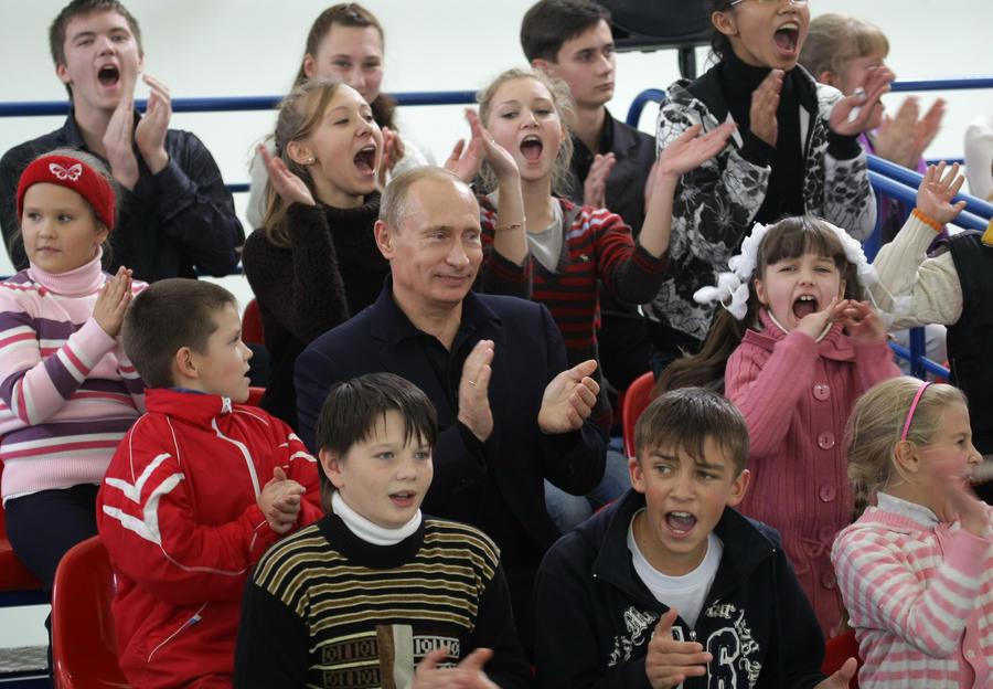 Владимир Путин внес на ратификацию в Госдуму Конвенцию Совета Европы о защите детей