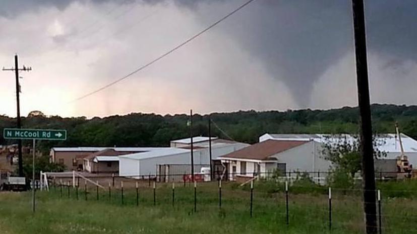 По меньшей мере семь человек стали жертвами сильного торнадо в Техасе