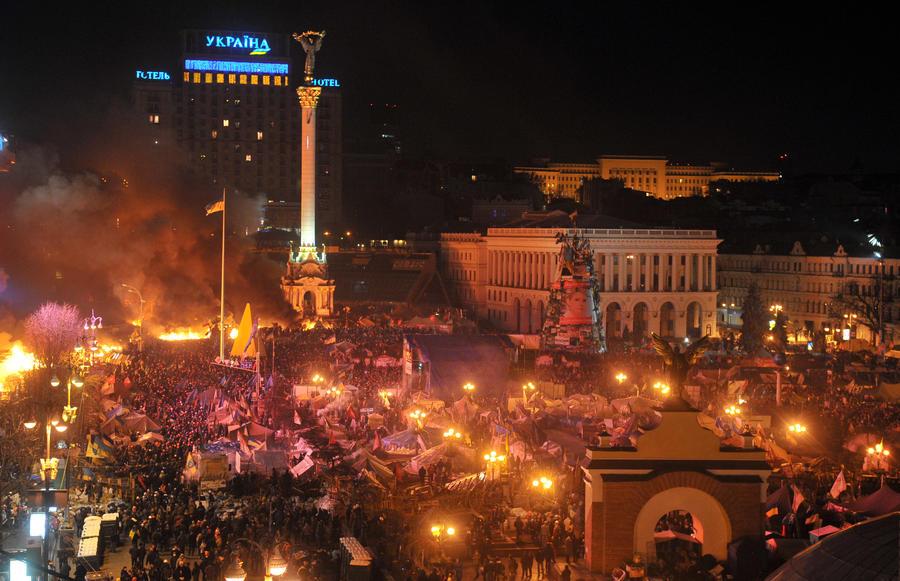 Горящий Дом профсоюзов в Киеве начал разрушаться