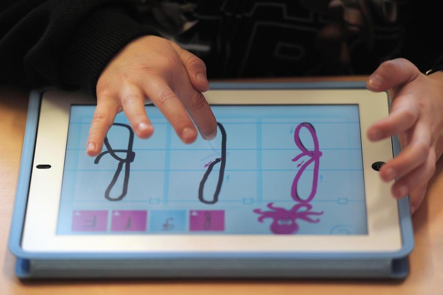 Цифровое поколение: больше трети детей в возрасте до двух лет пользуются планшетом или смартфоном