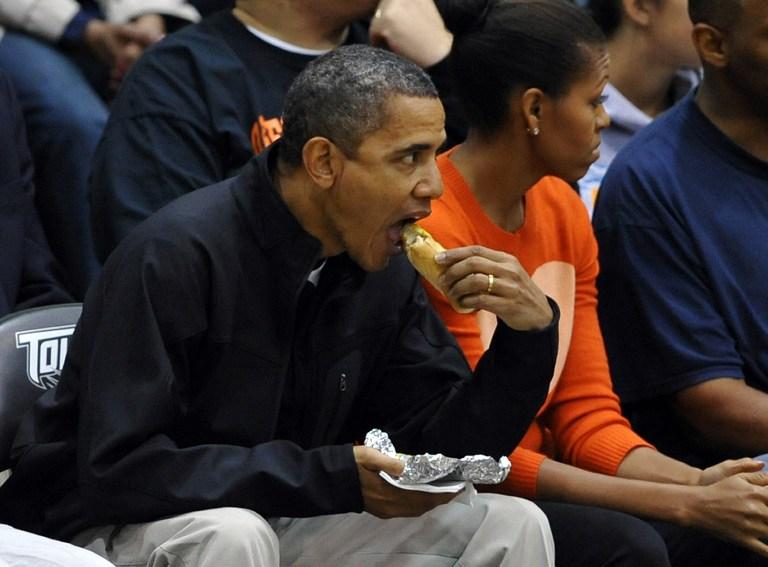 Медики пытаются поссорить Обаму с хот-догами