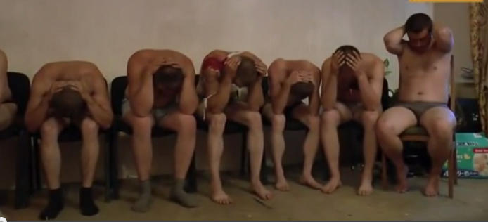Ополченцы выложили в сеть видео допроса попавших в плен украинских разведчиков