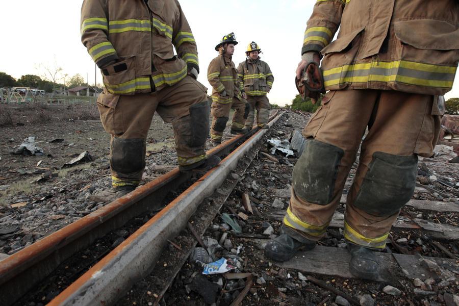 В Алабаме сошли с рельсов и загорелись 20 вагонов с сырой нефтью