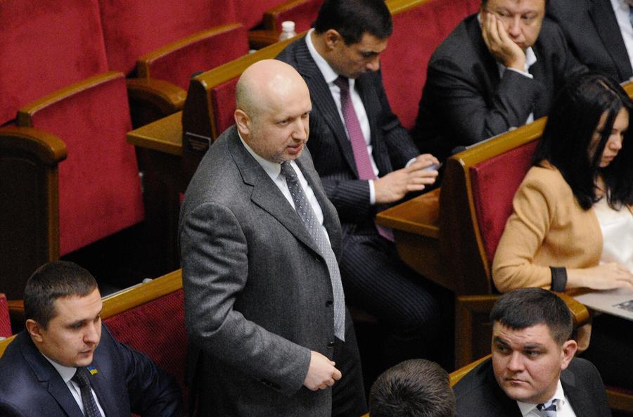 Турчинов требует закрыть украинские телеканалы за трансляцию российских новогодних передач