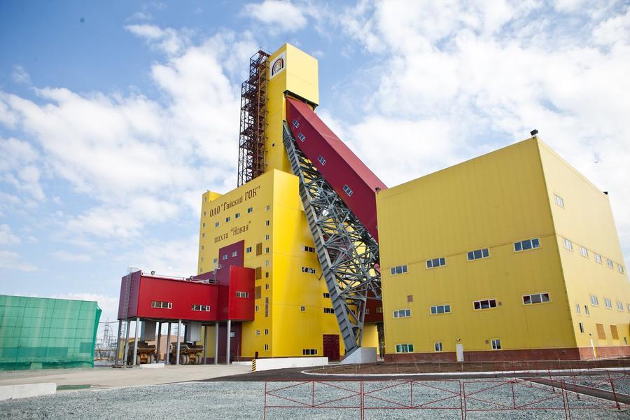 В результате взрыва на шахте в Оренбургской области погибли 4 человека