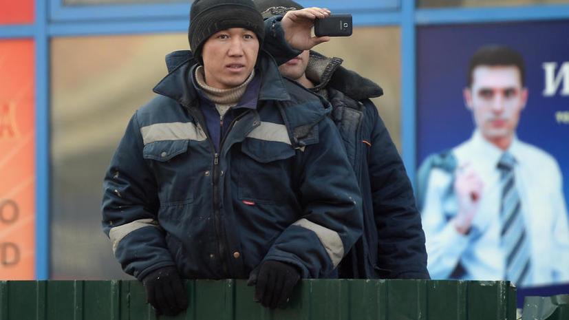 Трудовым мигрантам, приезжающим в Россию, теперь придётся покупать медицинскую страховку