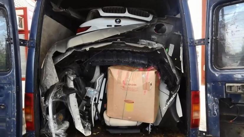 В Европе автомобильные воры упаковали похищенную BMW в микроавтобус