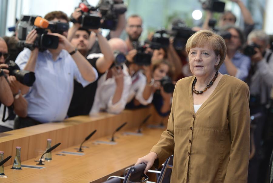 Эксперты: Украинские радикалы недовольны готовностью Меркель к диалогу с Россией