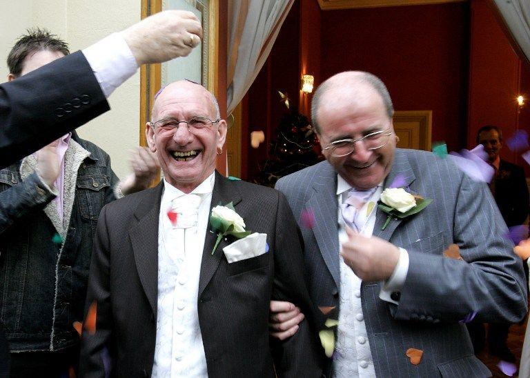 Британский парламент поддержал легализацию однополых браков