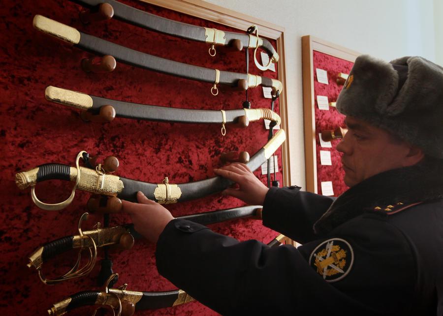 Казачьи шашки и кавказские кинжалы станут наградным оружием