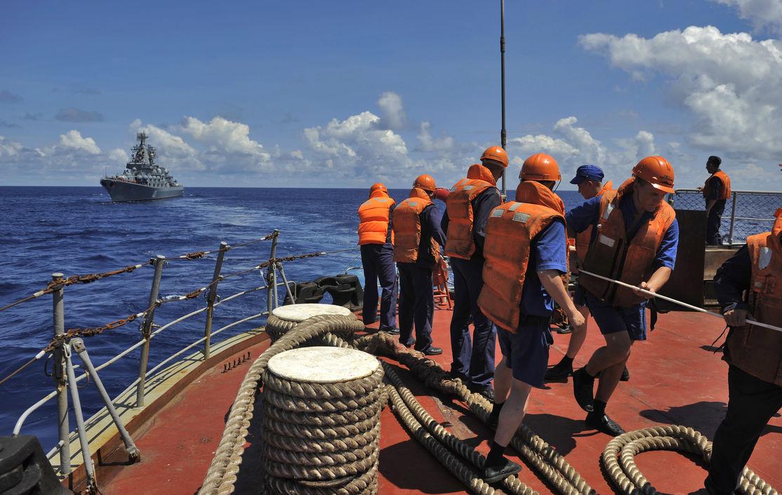 Моряки из России стали заложниками британского Рая