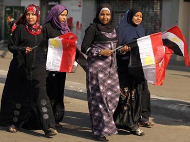 Египетских школьниц остригли за неношение хиджаба