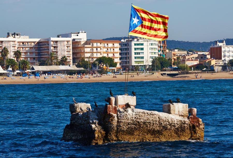 Правительство Каталонии отказалось от проведения референдума о независимости региона