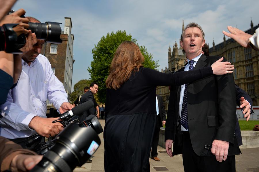Подозреваемый в изнасиловании мужчин британский депутат отстранён от работы в парламенте