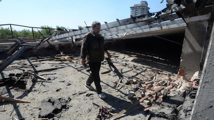 В Луганске в результате артобстрелов погибли мирные жители, в пригороде Донецка уничтожена школа