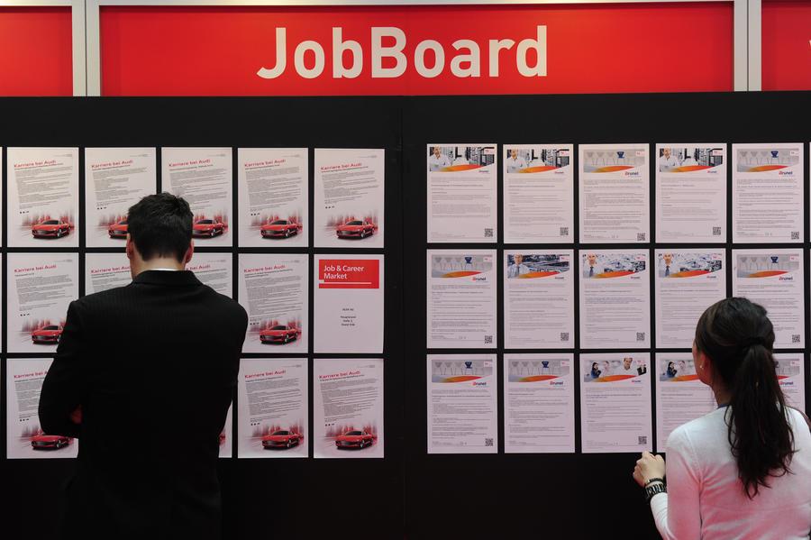 Немецкие работодатели отказываются повышать зарплаты без распоряжения властей