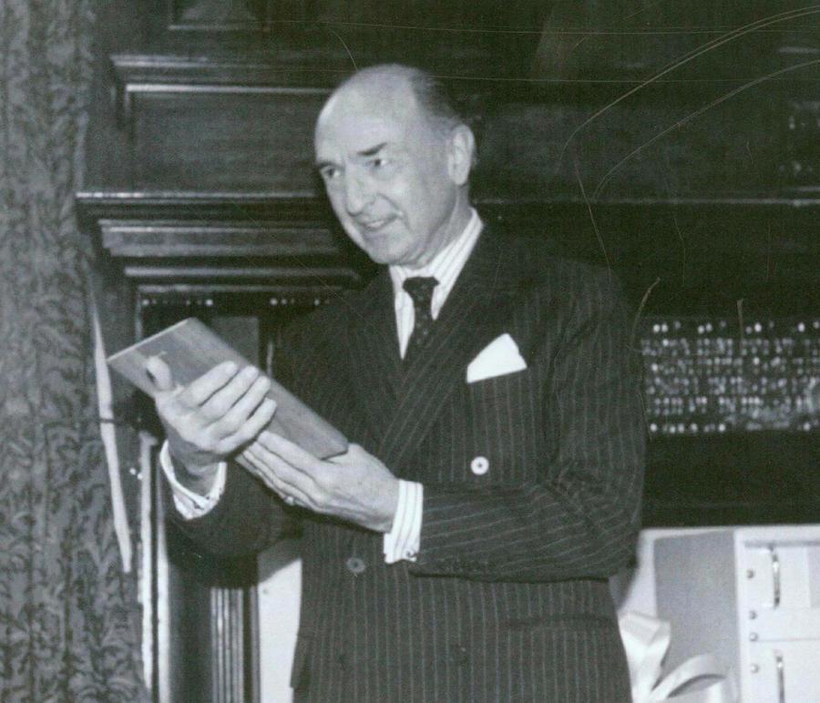 СМИ: Небрежность британского министра позволила советскому разведчику получить секретные данные
