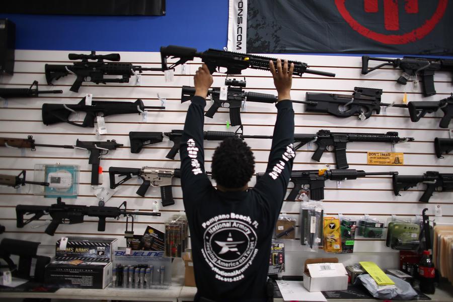 Сенат США отказался от запрета на продажу многозарядного и «штурмового» оружия