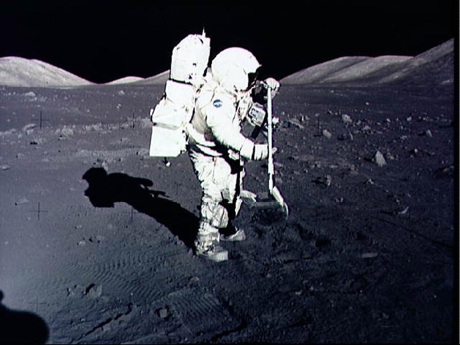 Бывшие сотрудники НАСА продают полет на Луну за $1,5  млрд