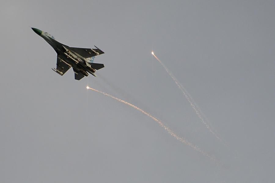В ночь перед инаугурацией Петра Порошенко на юго-востоке Украины продолжились авианалёты и артобстрелы