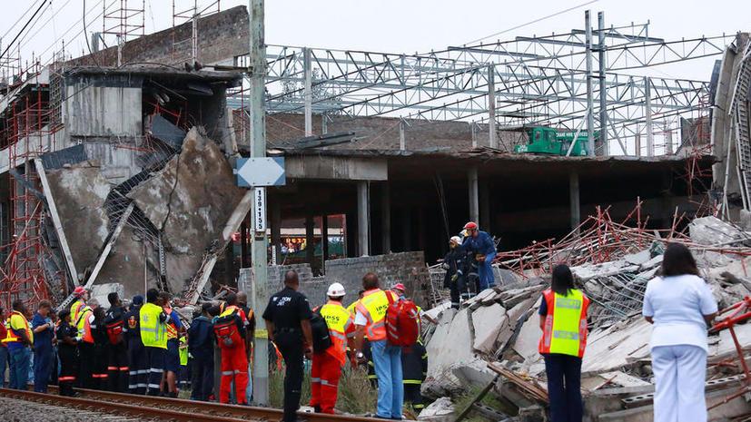 Строящийся торговый центр рухнул в ЮАР, есть погибшие и раненые