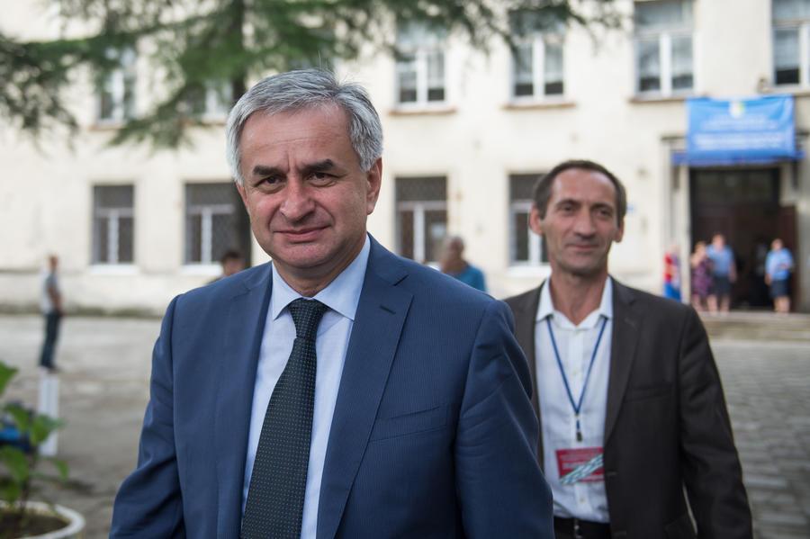 По предварительным данным, на выборах президента Абхазии победил Рауль Хаджимба
